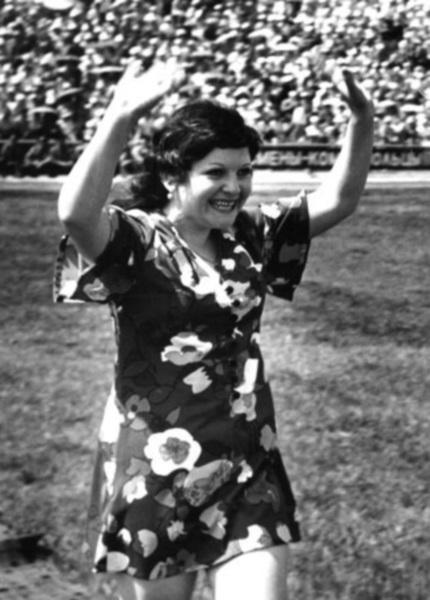 Vo_vremya_moego_vystupleniya_na_ogromnom_stadione._1968_god