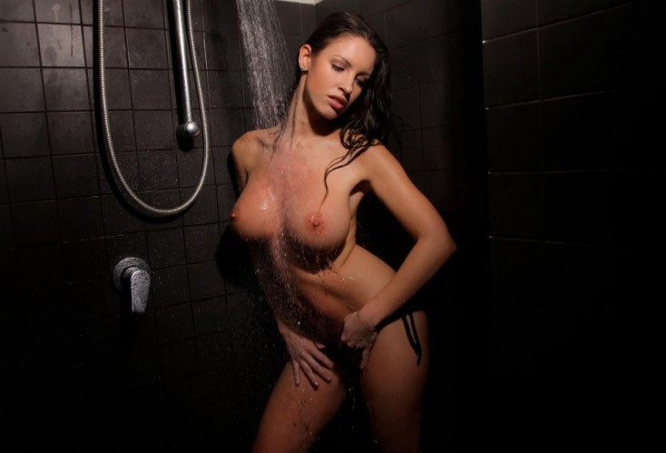 фото грудастые лезбиянки в душе с мыльными телами
