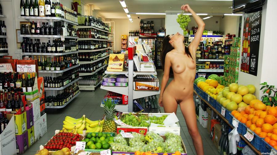 video-golaya-v-magazine-porno-blondinki-na-massazhe