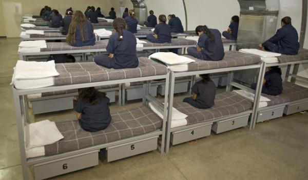 2007_US_femaledetainees