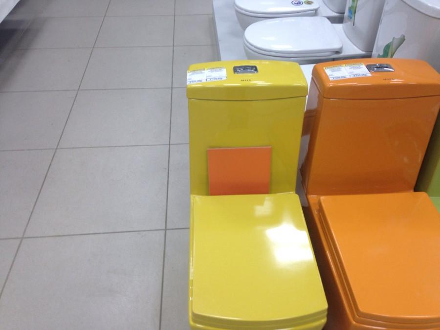 Желтый унитаз