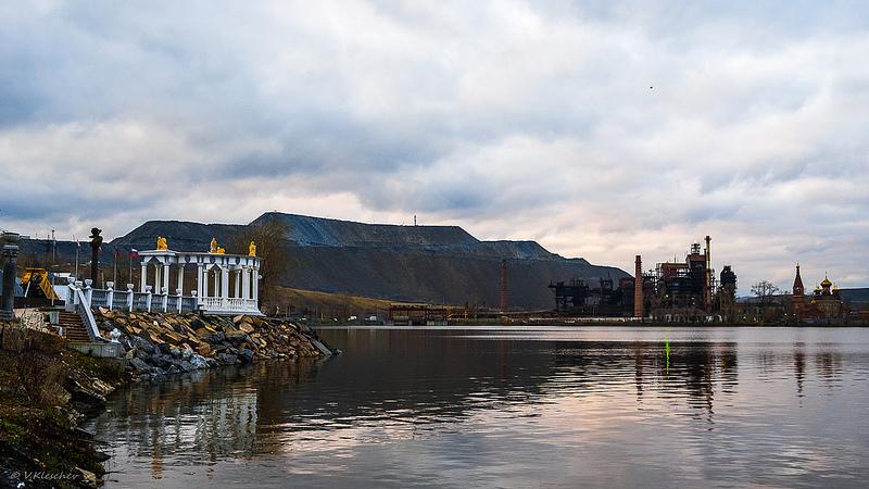 Вид на колоннаду и чугуноплавильный завод, Сатка