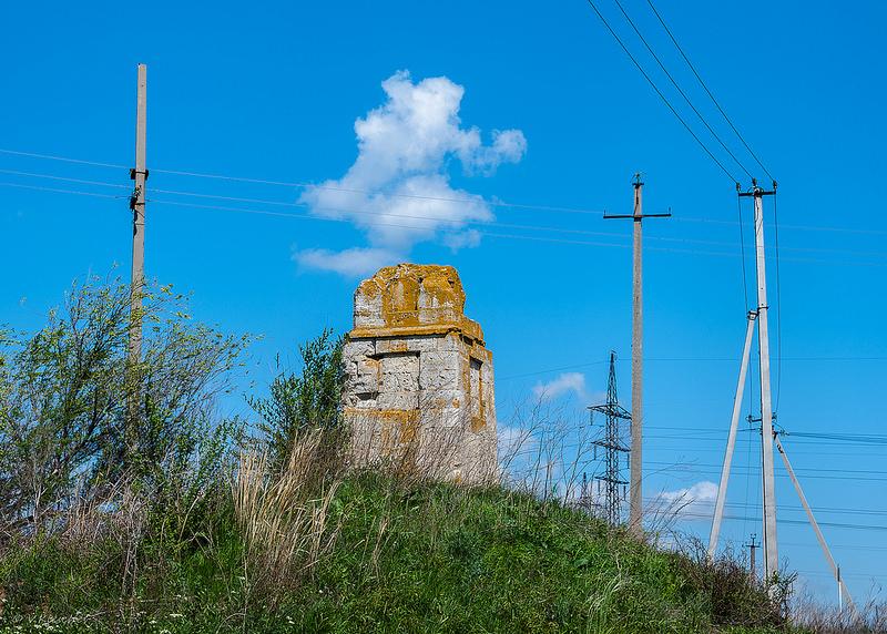 Верстовой столб близ села Варламово