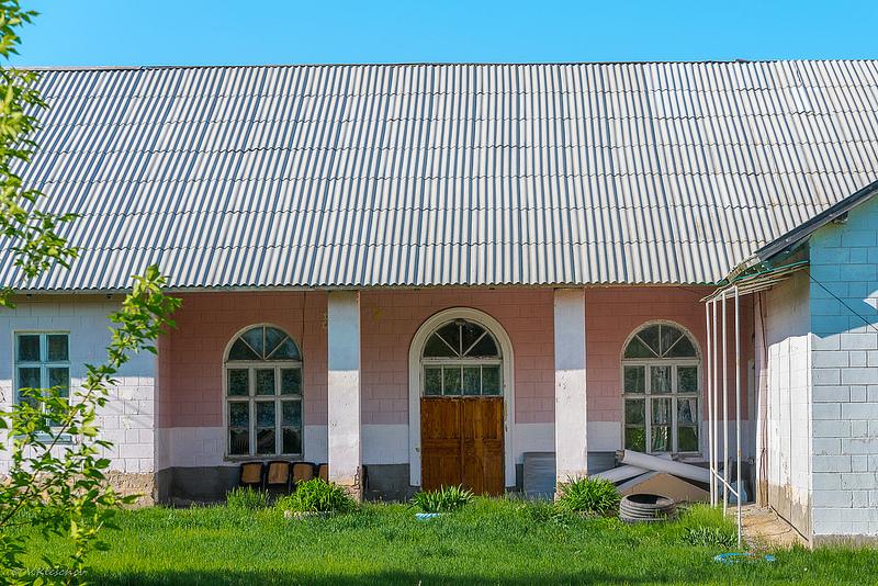 Боковой выход Дома культуры села Верхняя Маза.