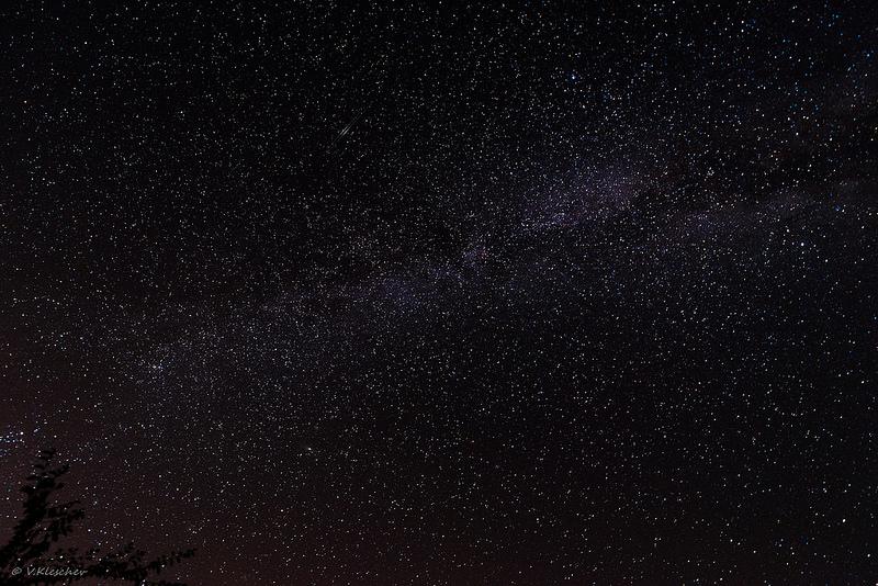 Млечный путь и пара спутников