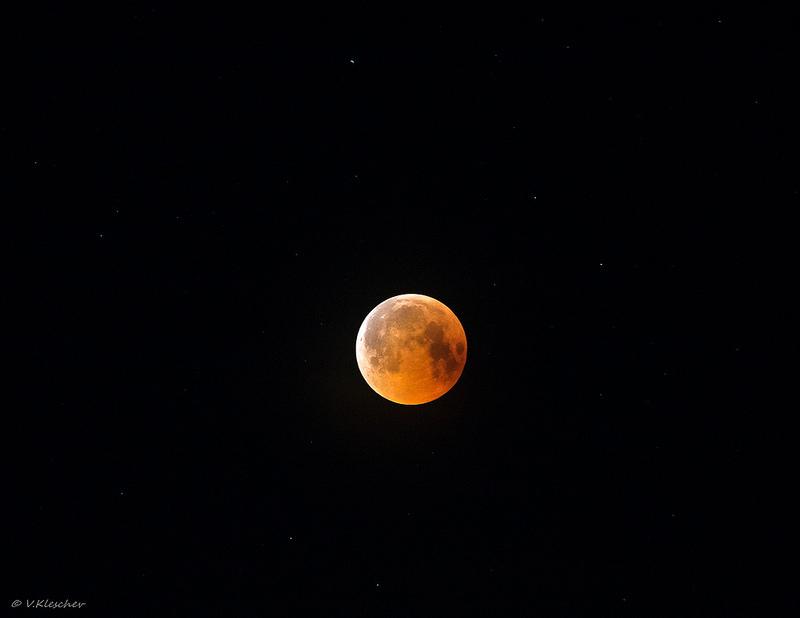 Фрагмент полного лунного затмения