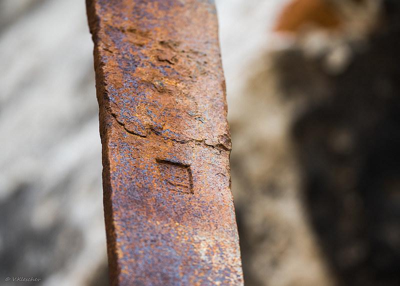 Элементы металлоконструкций сторожевой башни в селе Канадей
