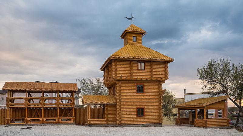 """Новая """"Старая крепость"""", вид с перекрестка."""