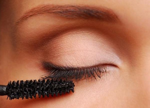 tips-para-aplicar-la-mascara-de-pestanas