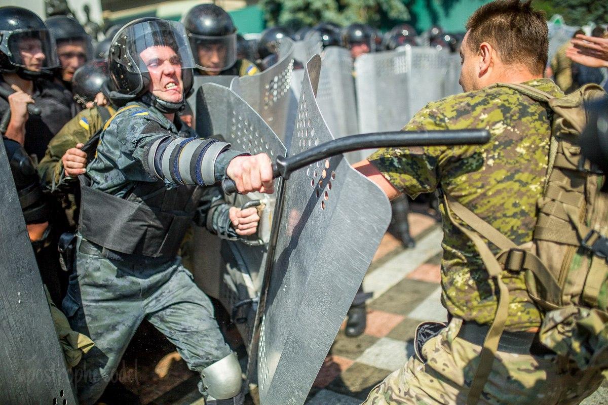 На территории воинской части Нацгвардии под Киевом простились с погибшим в столкновениях под Радой бойцом Игорем Дебриным - Цензор.НЕТ 1477