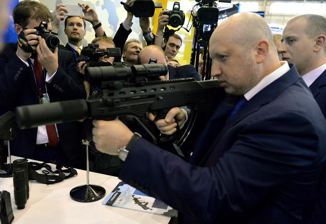 Турчинов готов расстреливать за сотрудничество с Россией