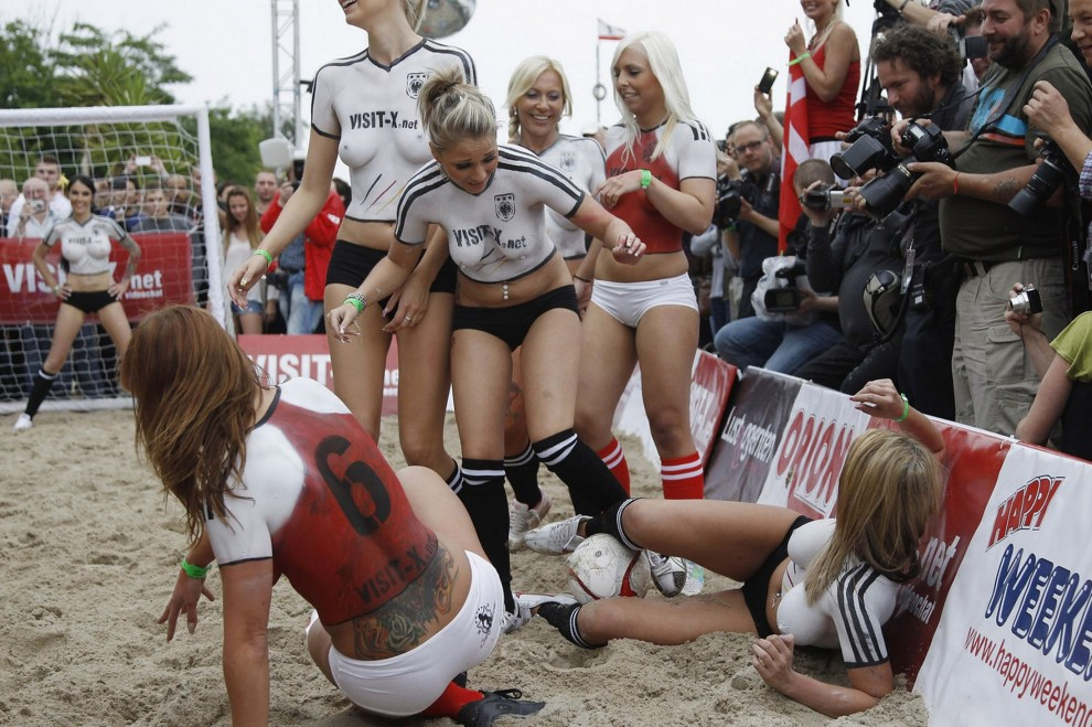 naked-football-parties-slovak-amateurs-naked