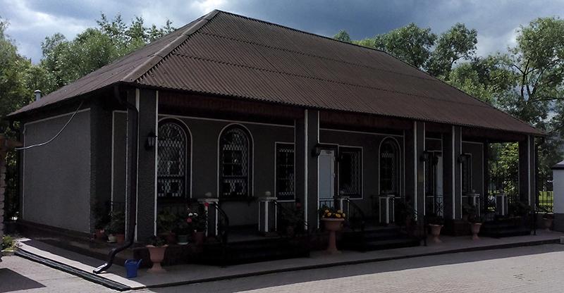 Церковная лавка рядом с храмом.jpg