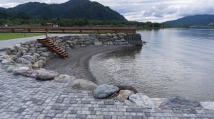 Август. Но вода в Телецком озере всего + 12 градусов. А в июле здесь купаются.