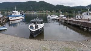 В посёлке Артыбаш на Телецком озере нас ждёт этот катер.
