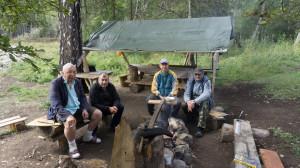 Хозяева заимки (справа) - ребята из Новосибирска. И мы, гости, слева.