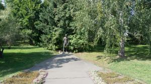 Памятник Шукшину в его музее.