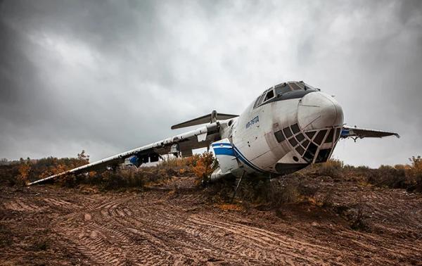 Заброшенный самолет