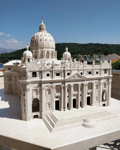 Маленькая копия базилики Святого Петра на острове Брач, Хорватия.