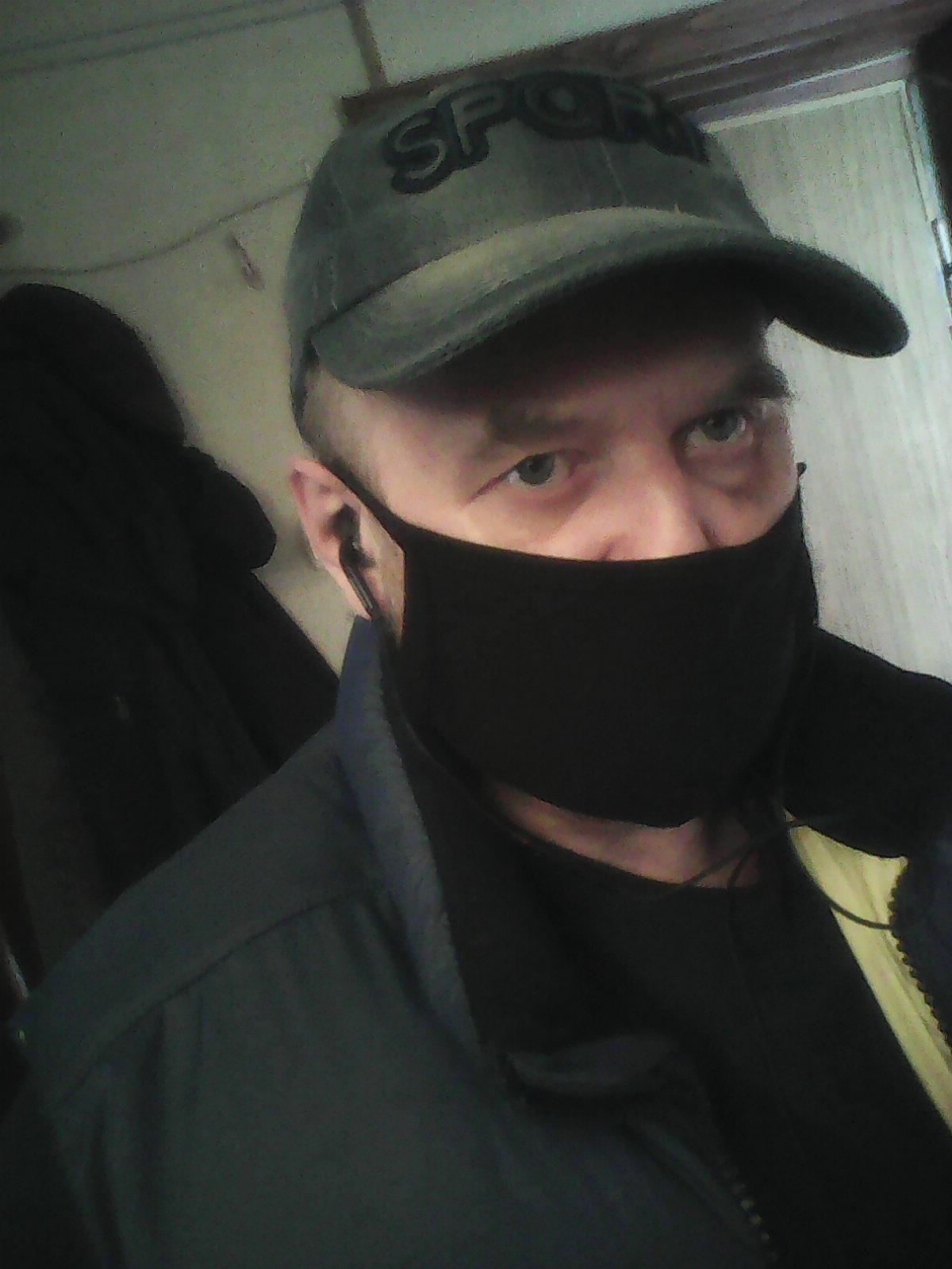 модная маска коронавирус-стайл