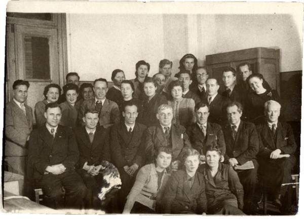 Директор Института стали В.П.Елютин с преподавателями кафедры металлографии 1947 г.