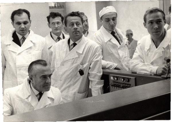 Министр высшего образования СССР В.П.Елютин В МИФИ на пуске ядерного реактора. Ноябрь, 1967 г.