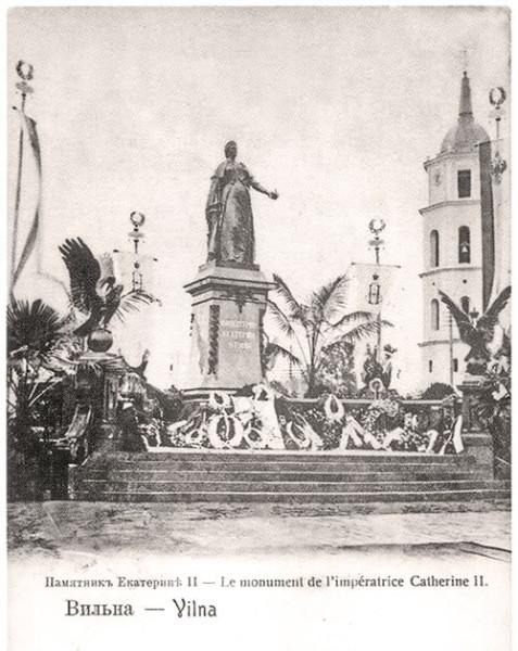 Памятник_Екатерине_II_в_Вильне_общий_вид