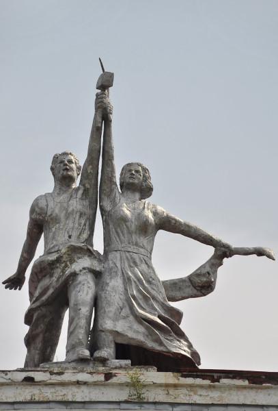 Бикинские Рабочий и колхозница