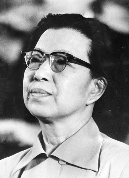 800px-Jiang_Qing_1976