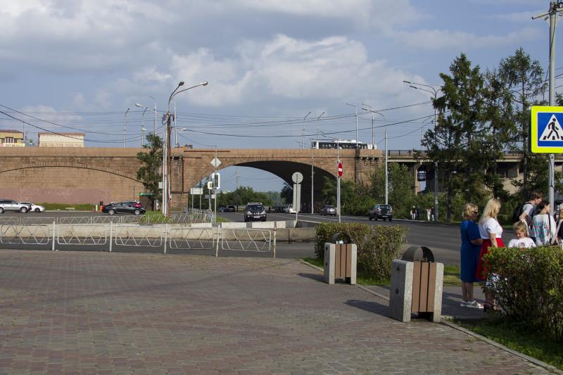 Арка коммунального моста.