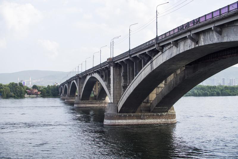 Другая сторона моста.