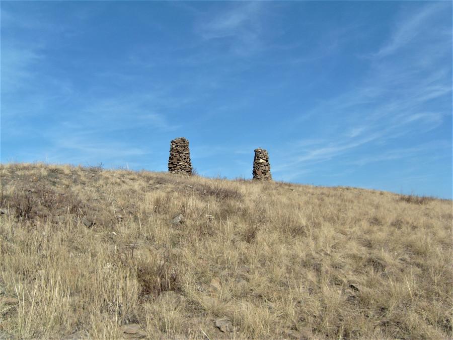 Каменные стражи в Луганской степи.