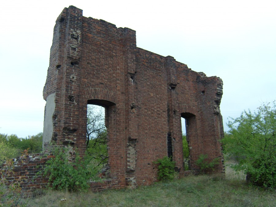 Остатки  брикетной фабрики в пос. Брикетный Луганской обл.