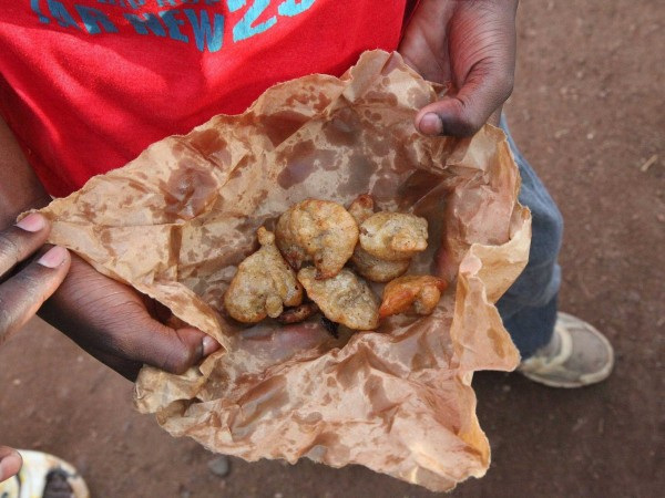 bamako-mali-fried-donuts-although-most-students-go-home-to-eat