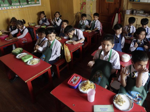 rawalpindi-pakistan-most-of-the-children-have-home-cooked-food-for-lunch-such-as-eggs-chicken-nuggets-bread-rice-or-noodles-others-have-vegetables-minced-mutton-or-beef-prepared-and-cooked-at-home-the-night-before