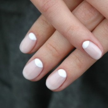 Лунный маникюр бело-розовый-350x350