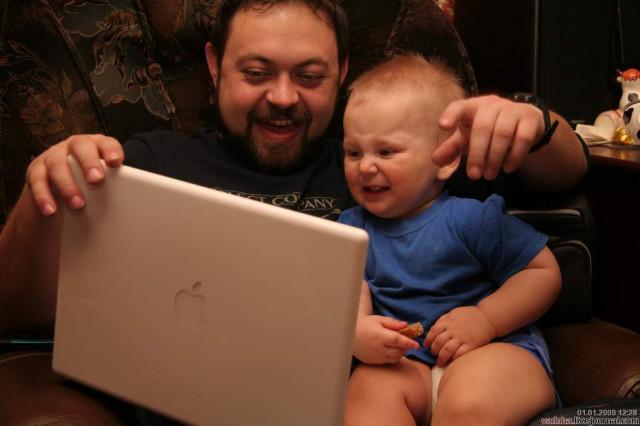 gatazo и Владюха Вадюхович смотрят интернет
