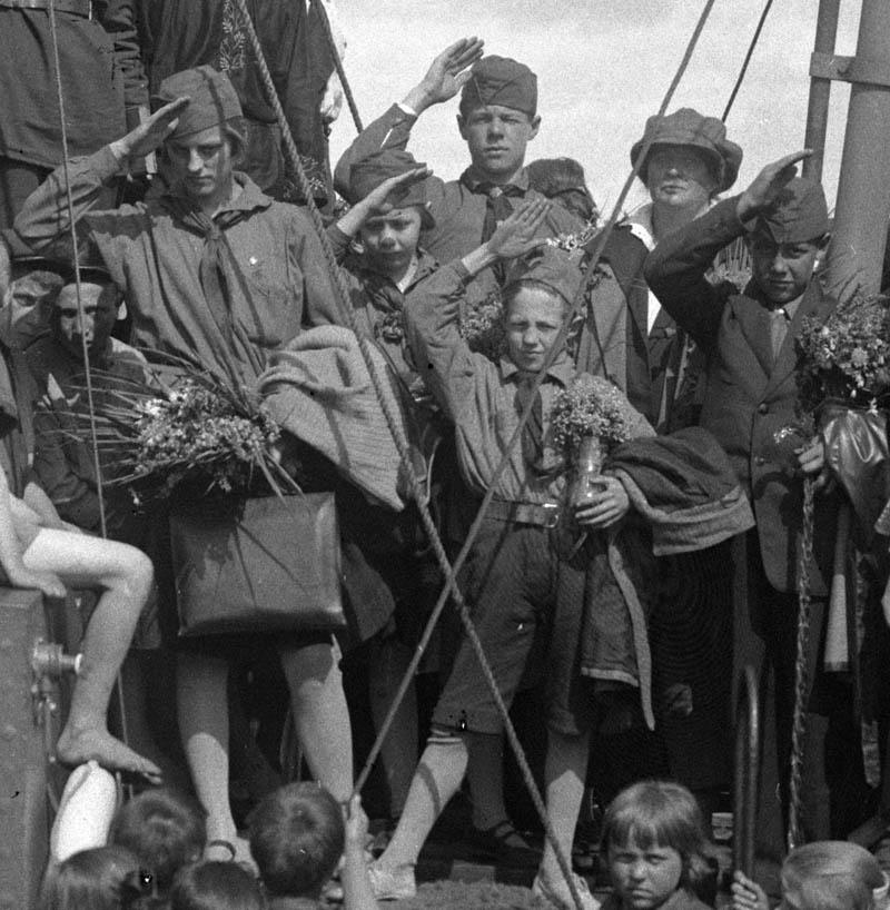 Швед пионеры на пар МОСКВА 1929 800
