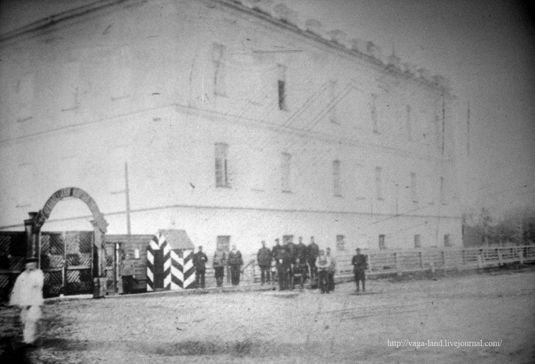 Главный вход и юж крыло здания полуэк 1910 1100 вз