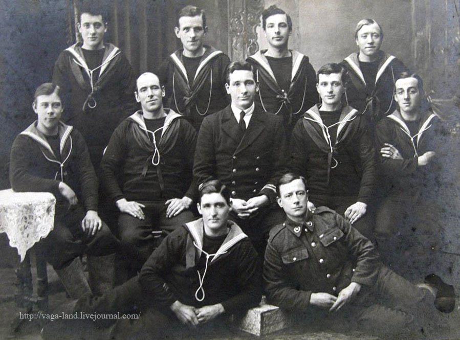 Комендоры-добр с англ монитора М25, перев в окт 1918 в обслугу мор орудия на Двине, которое взорвалось тремя нед позже (Подрухин) 899 вз