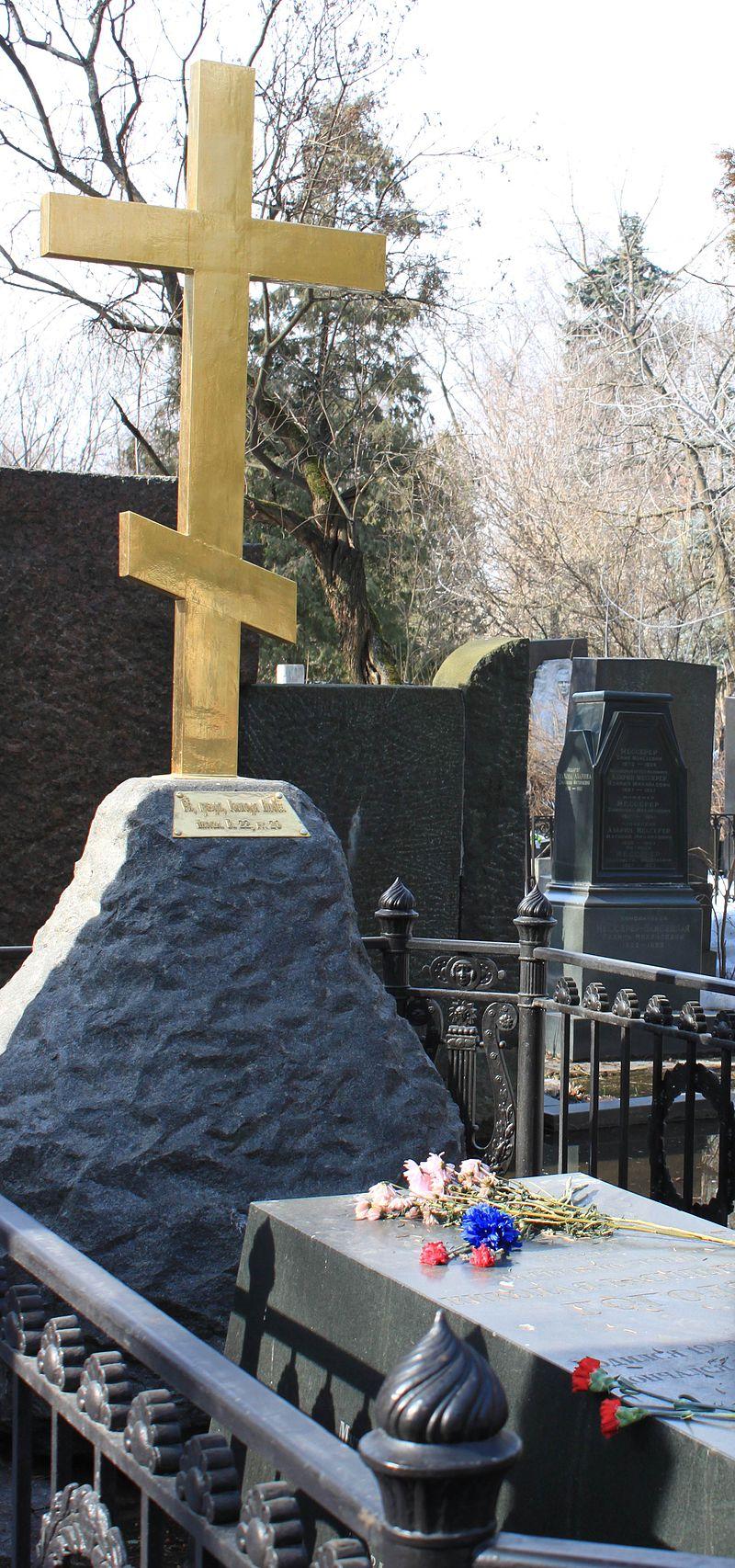 Крест_на_могиле_Н.В.Гоголя