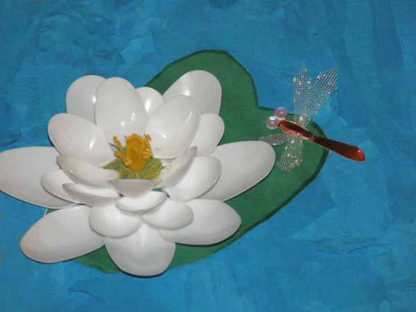 Лилии из ложек пластиковых мастер класс
