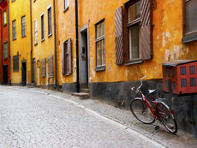 ross-nancy-steve-street-scene-in-gamla-stan-section-with-bicycle-and-mailbox-stockholm-sweden