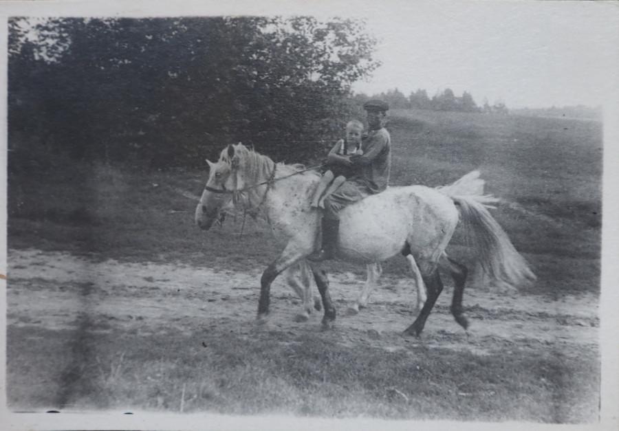 Люди и кони