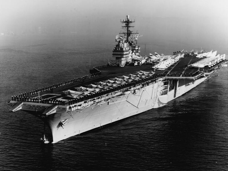 1280px-USS_Saratoga_(CVA-60)_off_Barcelona_on_12_February_1965_(USN_1110849)