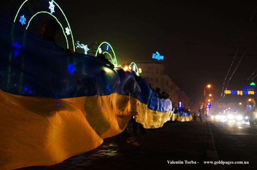 Луганчане чтят флаг своей страны