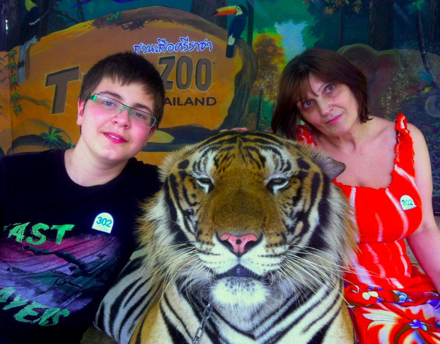 Февраль 2015 го Валерия Прайд и ее сын Александр повелевают тигром