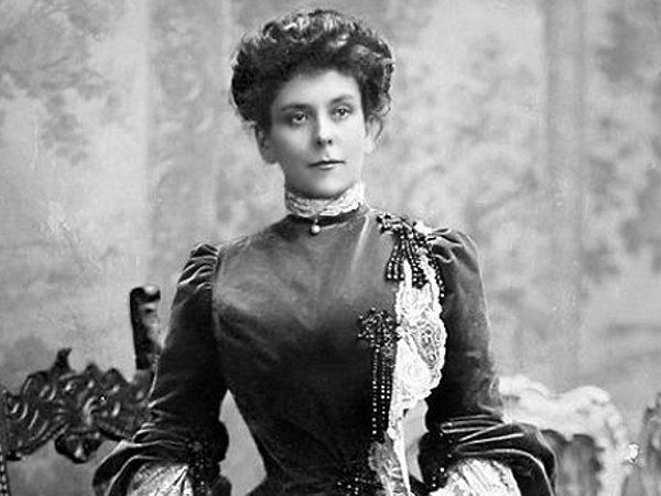 Как жена Великого Князя большевиков построила и родственникам насолила