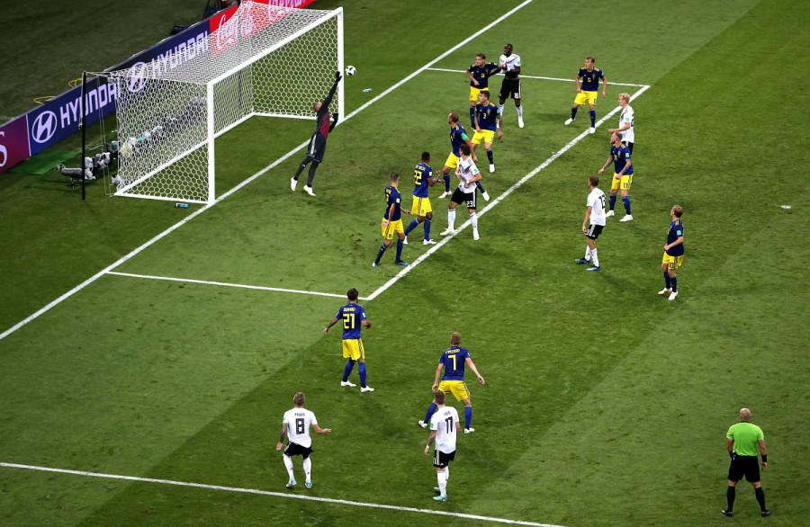 Германия спаслась от «Чемпионского Проклятия» за полминуты до конца игры. Германия – Швеция 2:1
