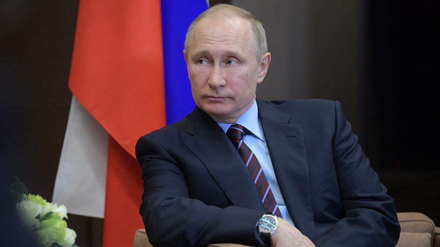 Рейтинг Путина и правительства снизился. С чего бы это?